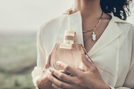 Novi ženski parfum Chloé Nomade: dišava, polna pustolovščin
