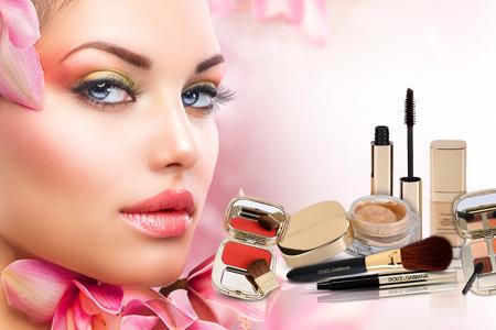 Ali veste, da Dolce & Gabbana proizvaja tudi luksuzno dekorativno kozmetiko?